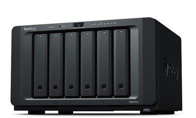 Synology DS3018xs DC2,2GhzCPU/8Gb(up to 32)/RAID0,1,10,5,6/up to 6 hot plug HDDs SATA(3,5' or 2,5') (up to 30 with 2xDX1215)/3xUSB3.0/4GigEth(+1Expslo)/iSCSI/2xIPcam(up to 75)/1xPS/5YW